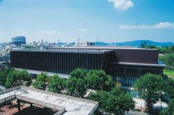 会場の県立図書館